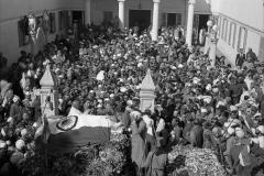 Sushila Nayar grieving over the body of Mahatma Gandhi at Birla House. February 1st 1948