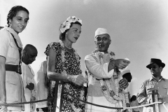 Pandit Nehru pointing out the crowds to Edwina Mountbatten. Red Fort, Delhi. August 16th, 1947