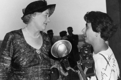 Homai shaking hands with Dorothy Macmillan, the wife of the British Prime Minister Harold Macmillan in 1958
