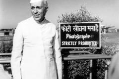 Jawaharlal Nehru at Palam airport to receive his sister Vijayalakshmi Pandit, the Indian Ambassador to Moscow. Delhi, 1954